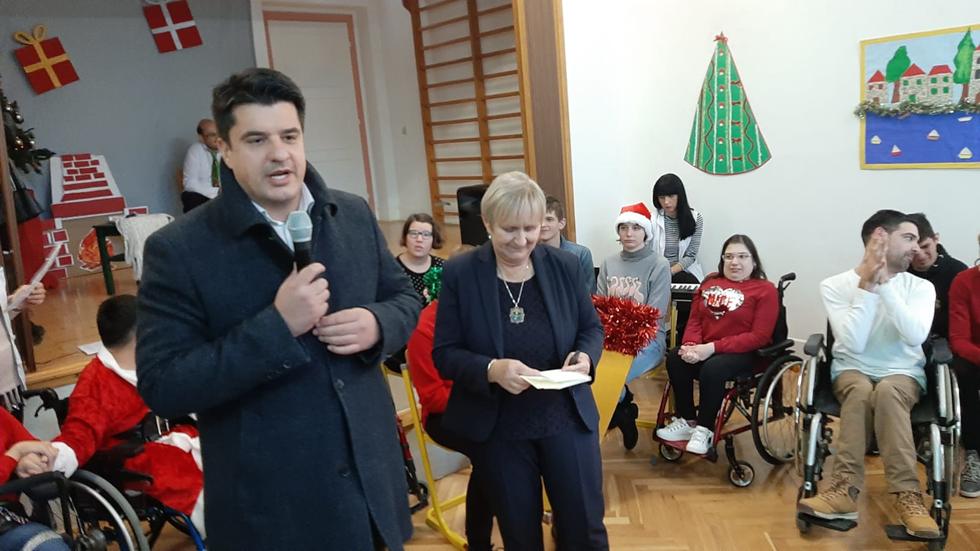 Procelnici Tomislav đonlic I Diana Luetic Urucili Cekove Splitsko